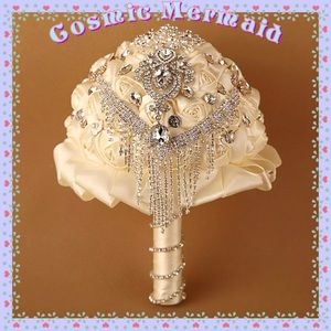 Ivory🆕⭐️Crystal Brooch Satin Bridal Bouquet⭐️